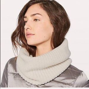 lululemon wool me cozy snood-os